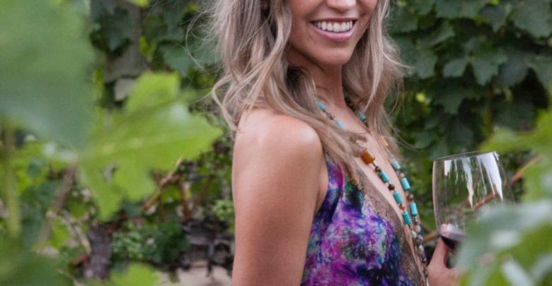 Who's Kaitlyn Bristowe? Bio: Wedding